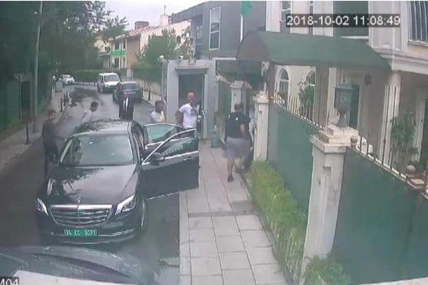 Une image capturée par les caméras de surveillance devant le consulat saoudien à Istanbul, le jour de la mort de Jamal Khashoggi.