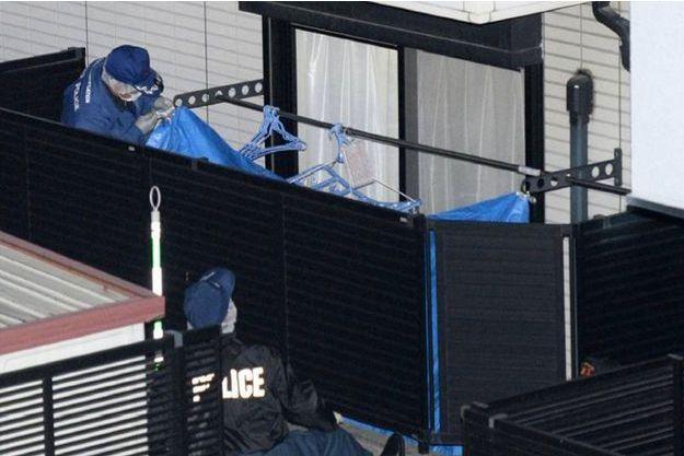 La police fouille dans l'appartement de la jeune étudiante après son arrestation mardi.