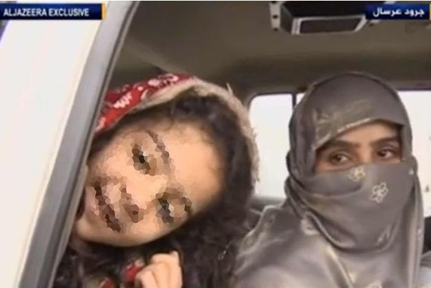 Saja al-Doulaimi et la fille qui serait donc l'enfant d'Abu Bakr al-Baghdadi.