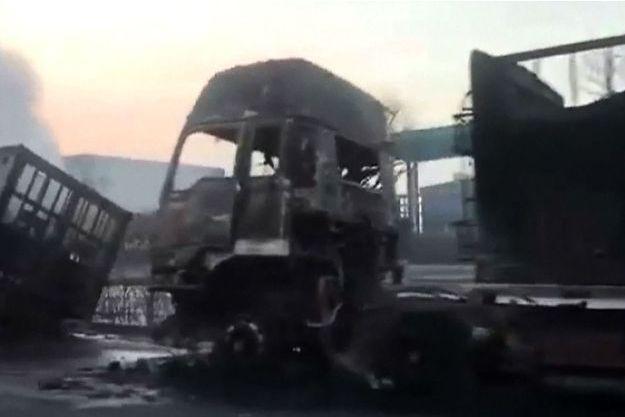 Camion carbonisé, à Zhangjiakou en Chine