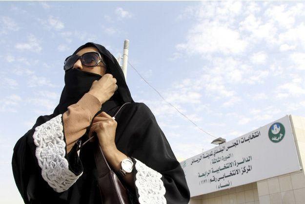 Une femme vote à Ryad, ce samedi.
