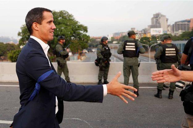 Juan Guaido se félicite du soutien de certains soldats à Caracas, au Venezuela.