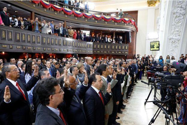 Les gouverneurs élus ont prêté serment mercredi à Caracas.