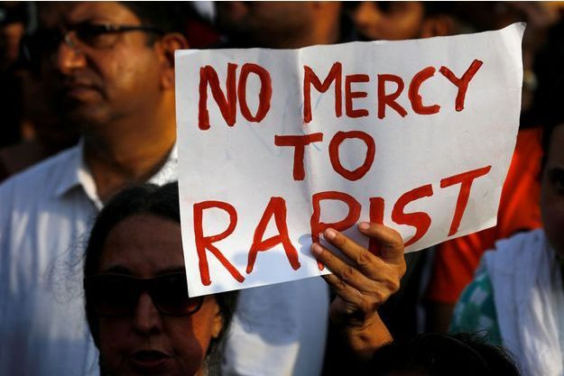 Des manifestations dénonçant le viol en Inde.