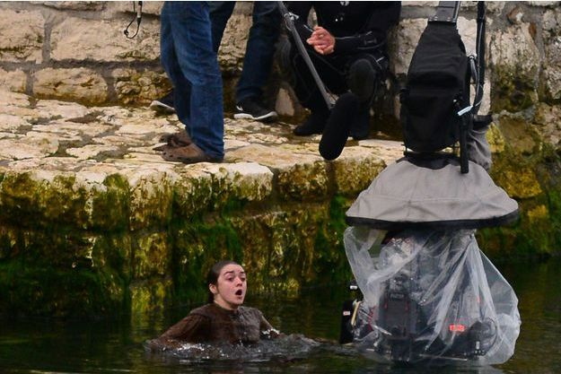 "Maisie Williams (Arya Stark) sur le tournage de ""Game of Thrones"" en Irlande du Nord."