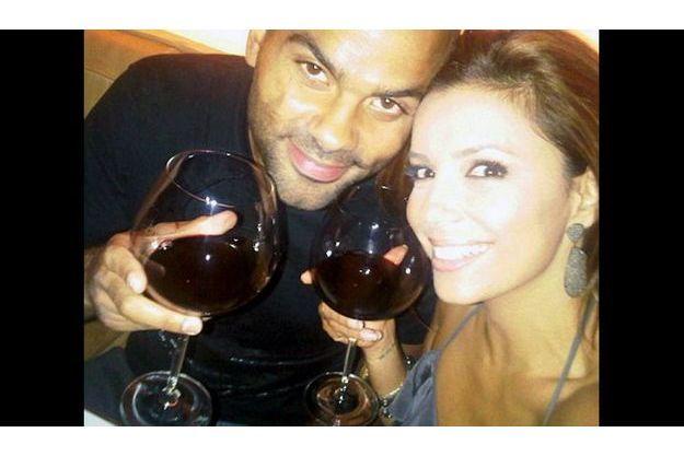 Tony Parker et Eva Longoria partagent leur bonheur, en photo, sur Twitter.