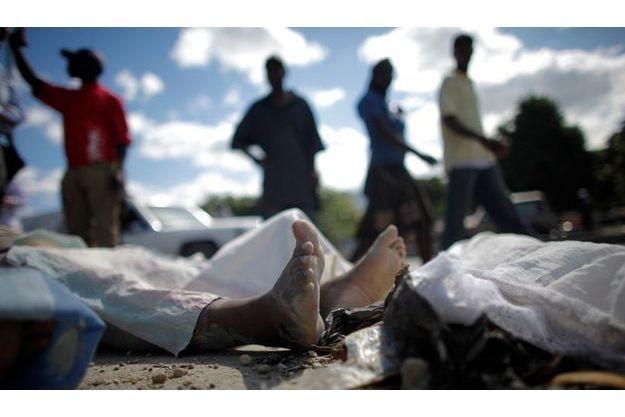 Haïti et le tremblement de terre qui a détruit Port-au-Prince font les gros titres de la presse anglaise.