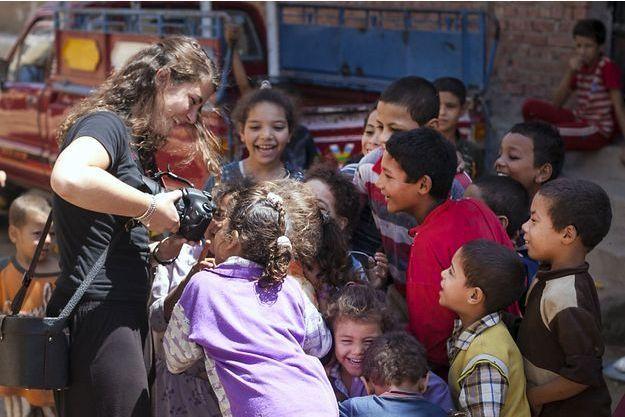 Portrait de Camille Lepage- Le Caire avec enfants. Août 2011