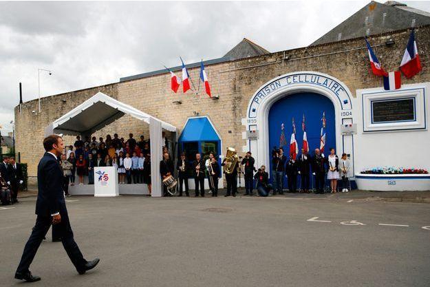 Emmanuel Macron, à la prison de Caen mercredi.