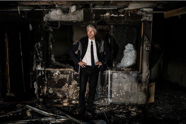 Laurent Wauquiez, ici dans les locaux incendiés d'un institut de formation en soins infirmiers de la Croix-Rouge.