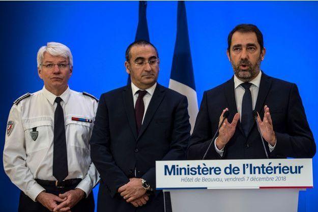 Le ministre de l'Intérieur Christophe Castaner, le secrétaire d'Etat Laurent Nunez et Eric Morvan, le directeur général de la Police nationale, vendredi Place Beauvau.