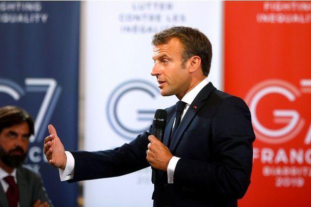 Emmanuel Macron lors d'un rencontre devant une centaine d'acteurs économiques, à Paris, le 23 août 2019.