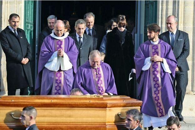 A Neuilly-sur-Seine, le 18 décembre, Nicolas Sarkozy avec son frère Guillaume et sa femme, Carla, à l'église Saint-Jean-Baptiste.