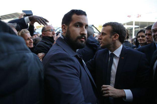 Alexandre Benalla aux côtés d'Emmanuel Macron en février 2018.