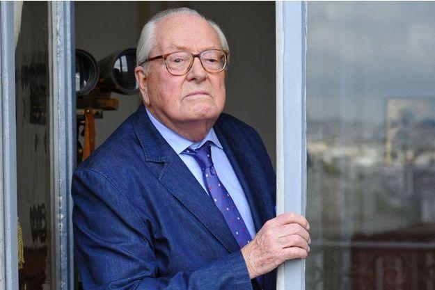 Jean-Marie Le Pen dans son bureau à Montretout, à Saint-Cloud.
