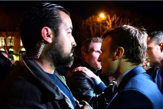 Alexandre Benalla aux côtés d'Emmanuel Macron à Angers en février 2017.