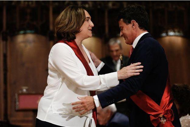 Manuel Valls félicite Ada Colau pour sa réélection à la mairie de Barcelone.