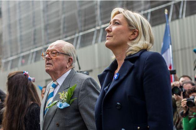 Jean-Marie Le Pen et sa fille Marine ici en avril 2015, au coeur de la tempête familiale.
