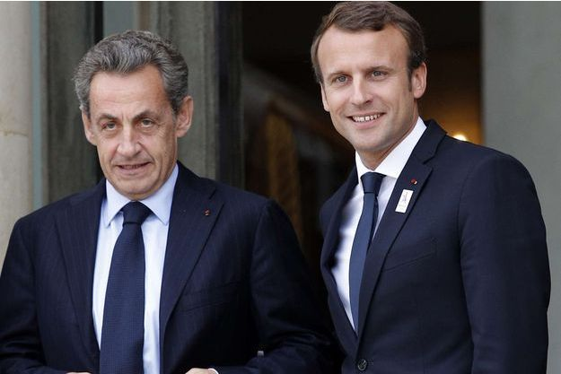 Nicolas Sarkozy et Emmanuel Macron sur le perron de l'Elysée.