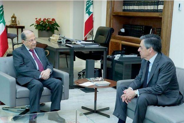 Le président de la République libanaise Michel Aoun reçoit François Fillon à Beyrouth, le 15 avril.