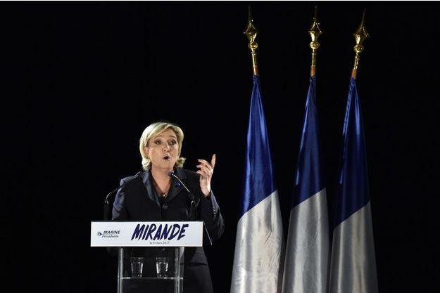 Marine Le Pen à Mirande, dans le Gers, jeudi soir.