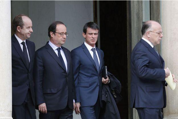 François Hollande a tenu une réunion d'urgence avec Manuel Valls, Bernard Cazeneuve et Jean-Jacques Urvoas.