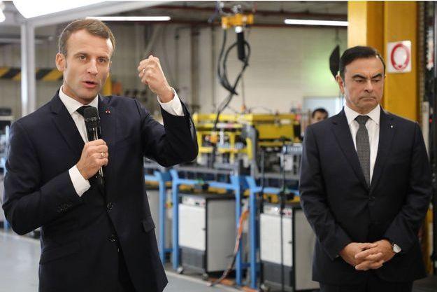 Emmanuel Macron aux côtés de Carlos Ghosn lors de la visite de l'usine Renault de Maubeuge.