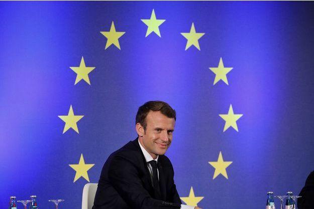 Emmanuel Macron devant le drapeau européen (photo d'illustration).