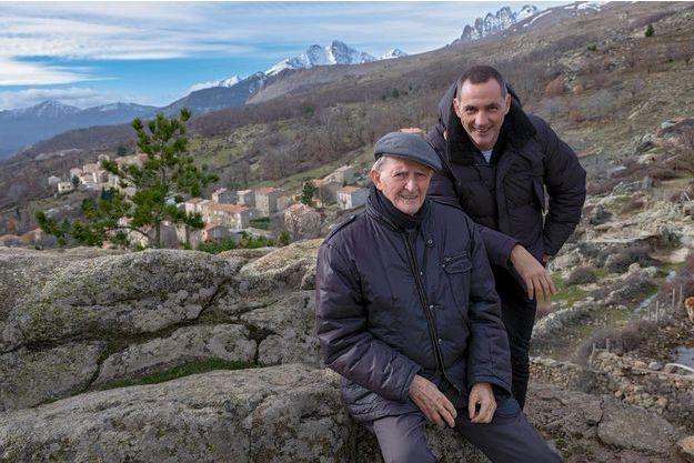 Edmond et Gilles Simeoni à Lozzi, plus haut village de Corse à 1044 mètres d'altitude.