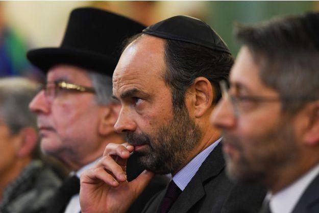 Edouard Philippe lundi aux côtés du grand rabbin de France Haim Korsia (à droite)