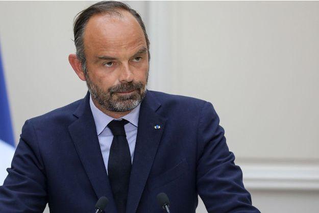 """Edouard Philippe exprime son """"amitié"""" et son """"soutien total"""" à Richard Ferrand"""