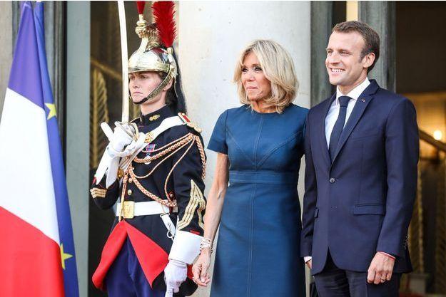 Emmanuel et Brigitte Macron ici le 16 juillet à l'Elysée, recevant l'équipe de France de football, championne du monde.