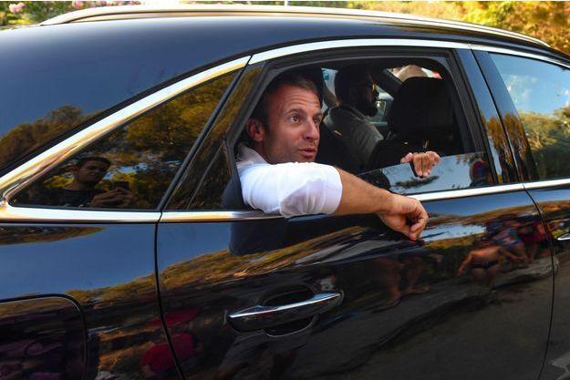 Emmanuel Macron dans sa voiture à Bormes-les-Mimosas, le 7 août.
