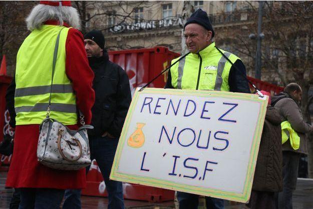 Slogan pour le rétablissement de l'ISF.