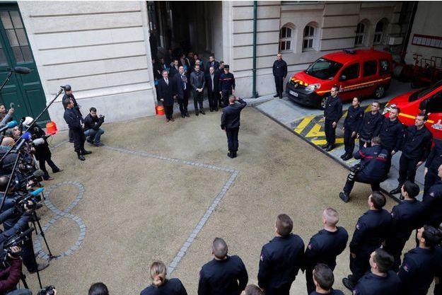 Le ministre de l'Intérieur Christophe Castaner et le sécrétaire d'Etat Laurent Nunez visitent la caserne Rousseau, à Paris, lundi.