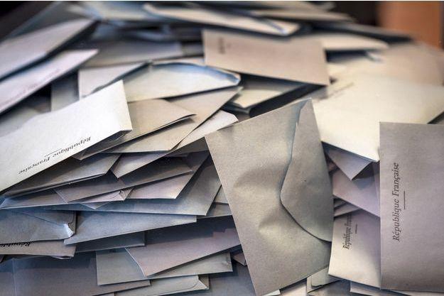 Bulletins de vote à Gardouch en Haute-Garonne, dimanche.