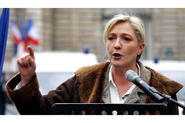 Marine Le Pen, le 31 janvier. A l'extérieur du Sénat, à Paris, elle était venue critiquer le système des signatures.