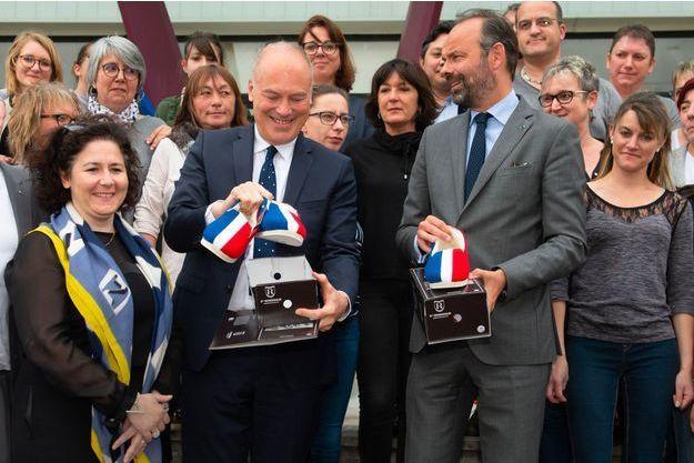 Lors de son déplacement en Charente, les 3 et 4 mai, Edouard Philippe a visité l'usine de fabrication de charentaises de Rivières.