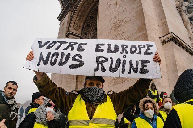 """De nombreux """"gilets jaunes"""" sont hostiles à l'Union européenne."""