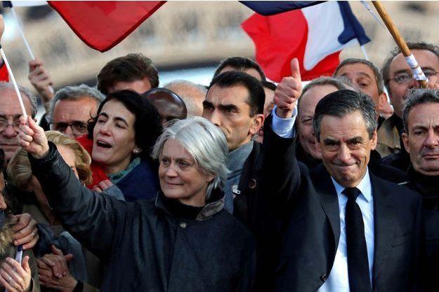 François Fillon et son épouse Pénélope lors du meeting du Trocadéro le 5 mars 2017.