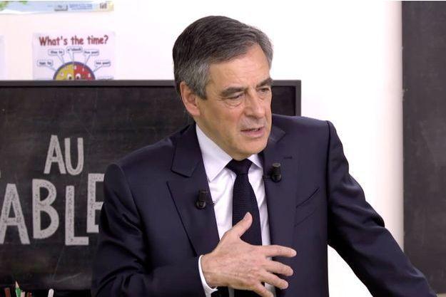 """François Fillon, face aux élèves dans le documentaire """"Présidentielle : candidats au tableau!"""""""