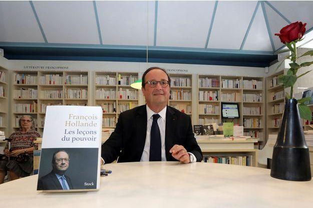 François Hollande en dédicace à Nice en juin 2018.