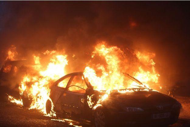 De nombreuses voitures ont été incendiées dans Paris.