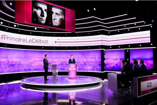 Manuel Valls et Benoît Hamon, sur le plateau du débat d'entre deux tours de la primaire de la gauche, mercredi soir.