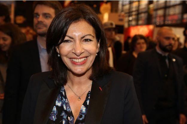 Anne Hidalgo la semaine dernière au Salon du Livre à Paris.