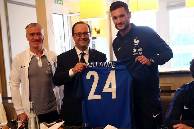 François Hollande entouré de Didier Deschamps et d'Hugo Lloris