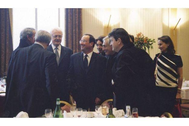 27 janvier 2002, à la Mutualité, Lionel Jospin annonce sa candidature à la présidentielle. Autour de lui, sa dream team : François Hollande, Marisol Touraine, Dominique Strauss-Kahn, Jean-Luc Mélenchon et Ségolène Royal.