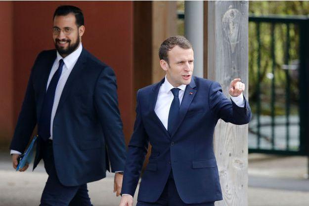 Alexandre Benalla et Emmanuel Macron à Berd'huis, dans l'Orne, le 12 avril dernier.