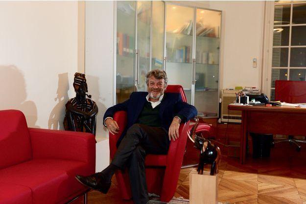 Dans les bureaux de son association, à Paris.