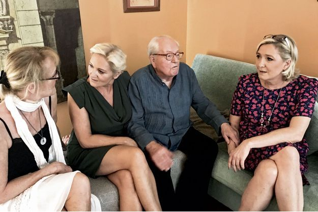 Yann, Marie-Caroline, Jean-Marie et Marine Le Pen.